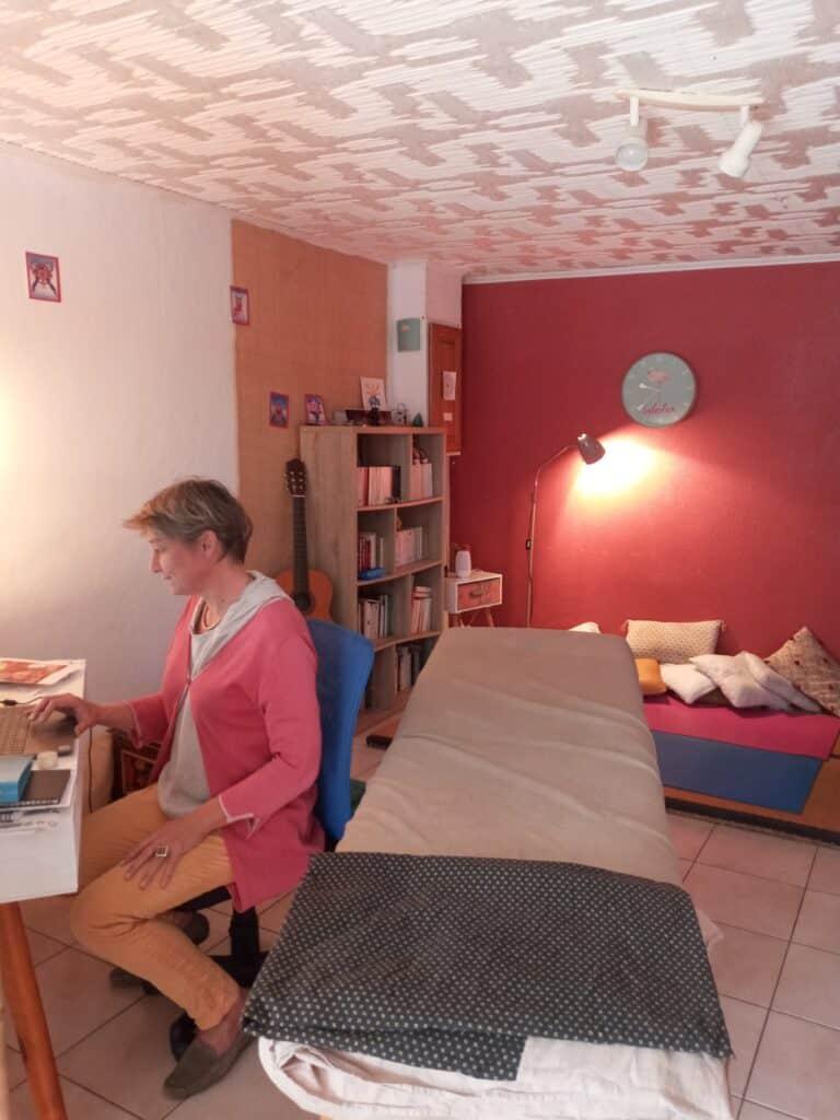 Laurence travaillant dans sa salle